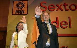 51107238. México, 7 Nov 2015 (Notimex-Especial).- En el marco de los trabajos del IX Consejo Nacional, el Partido de la Revolución Democrática (PRD), eligió a Agustín Basave Benítez como su nuevo presidente, cargo que ocupará hasta 2017, en sustitución de Carlos Navarrete Ruiz y a Beatriz Mojica Morgan fue electa como nueva titular de la Secretaría General. NOTIMEX/FOTO/ESPECIAL/POL