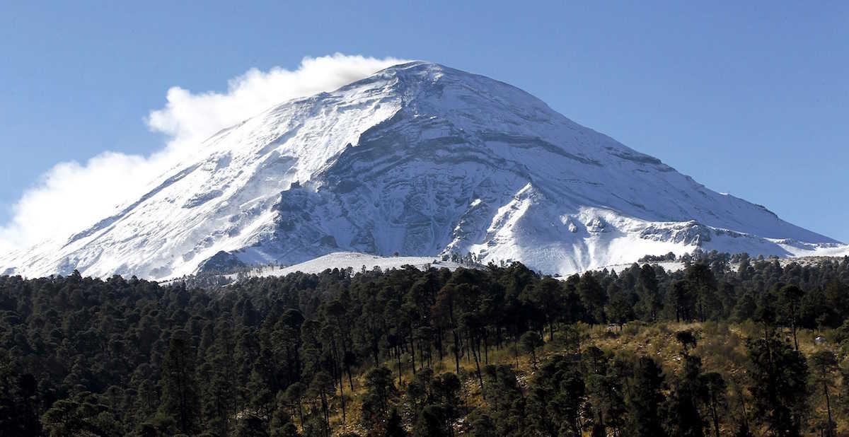 60311027. Amecameca, Mex., 11 Mar. 2016 (Notimex-Jorge Arciga).- Debido a los fuertes vientos que se registraron ayer en el país el volcán Popocatépetl luce esplendoroso NOTIMEX/FOTO/JORGE ARCIGA/JAA/ENV/